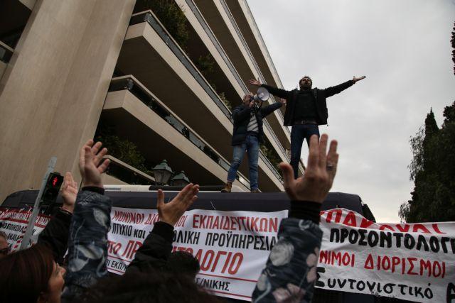 Ο ΣΥΡΙΖΑ αντιμέτωπος με την οργή των αναπληρωτών εκπαιδευτικών | tovima.gr