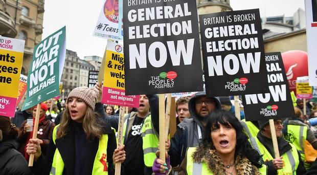 Αντικυβερνητική διαδήλωση «κίτρινων γιλέκων» και στη Βρετανία | tovima.gr