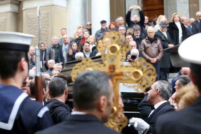 Πλήθος κόσμου αποχαιρέτησε τον Δημήτρη Σιούφα   tovima.gr