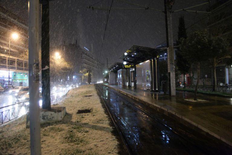 Αττική σε λευκό κλοιό: Χιονίζει στα βόρεια προάστια | tovima.gr