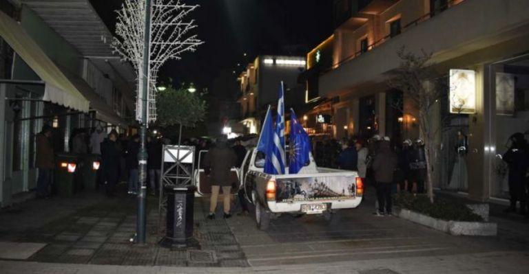 Συγκέντρωση διαμαρτυρίας κατά του Βασίλη Κόκκαλη στη Λάρισα   tovima.gr