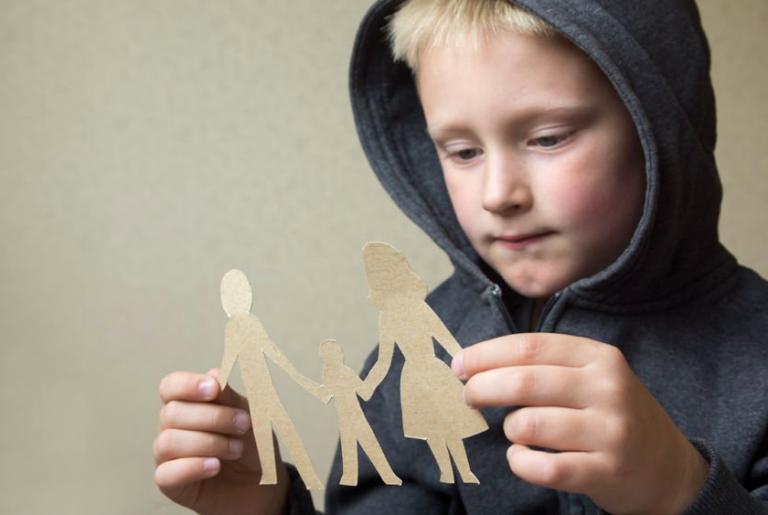 Πιο δύσκολος για τα παιδιά 7 έως 14 ετών ο χωρισμός των γονιών τους | tovima.gr