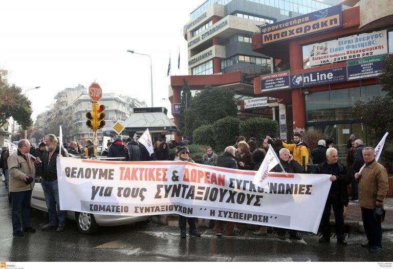 Διαμαρτυρία στα γραφεία του ΟΑΣΘ για τα δρομολόγια | tovima.gr