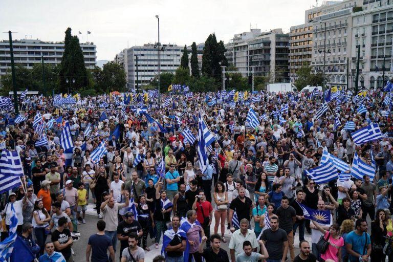 Bloomberg: Στους δρόμους οι Ελληνες για τη Συμφωνία των Πρεσπών   tovima.gr