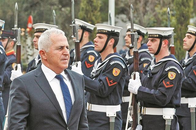 Τρικυμία για τον ναύαρχο που έγινε υπουργός | tovima.gr