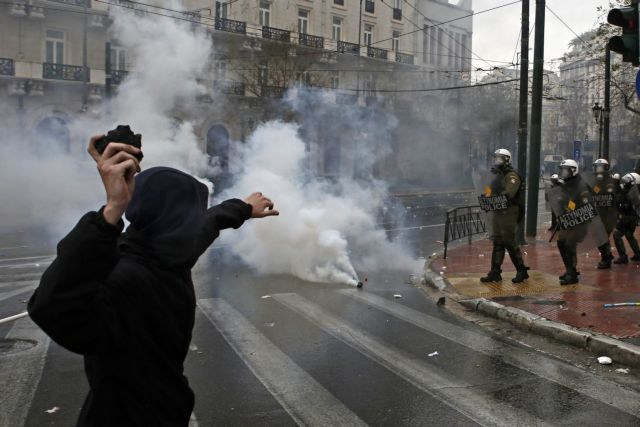 Seven people face charges after violence at Macedonia rally | tovima.gr