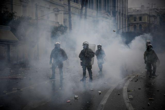 Αστυνομικοί εναντίον της κυβέρνησης και στη μέση τα χημικά | tovima.gr