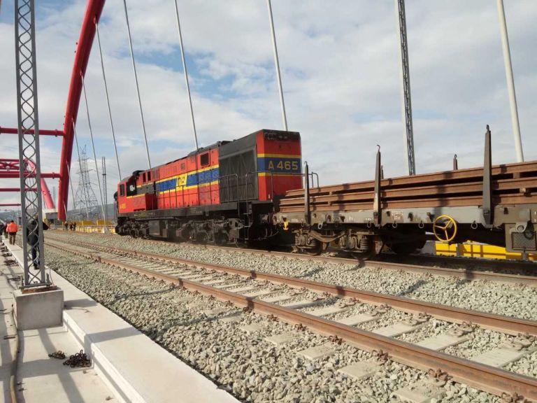 Παραδίδεται το τελευταίο κομμάτι του σιδηρόδρομου Αθήνας-Θεσσαλονίκης | tovima.gr