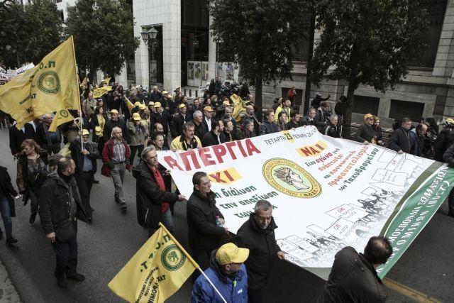 Οι εργαζόμενοι στα ΕΛΤΑ διαδηλώνουν κατά των απολύσεων | tovima.gr