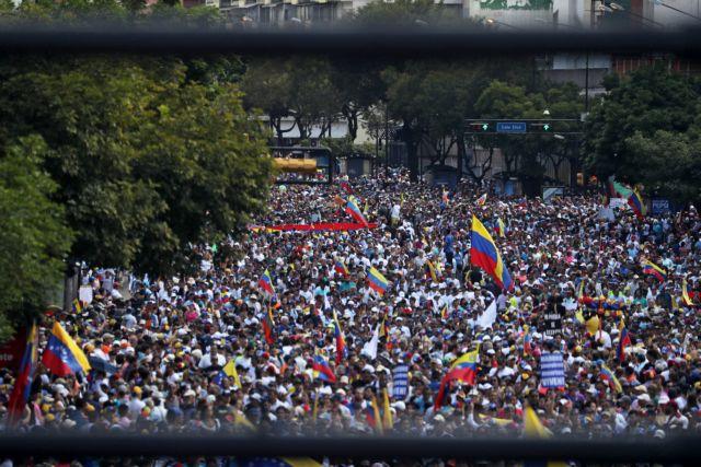 Βενεζουέλα: Η Ε.Ε. δεν αναγνώρισε ως Πρόεδρο τον Xουάν Γκουαϊδό και καλεί σε εκλογές | tovima.gr