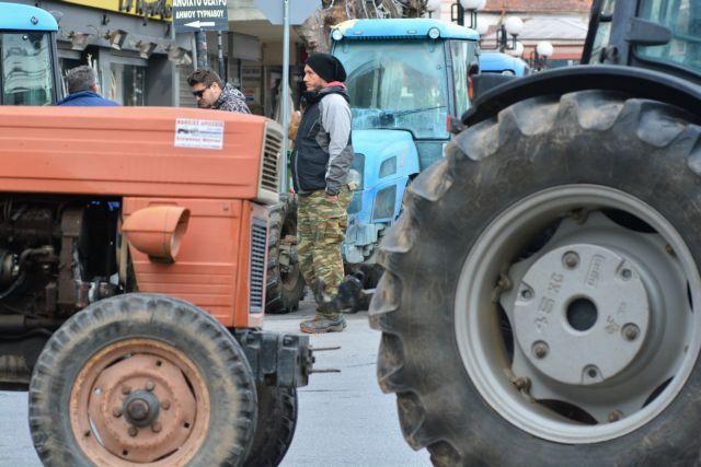 Ζεσταίνουν τις μηχανές οι αγρότες στη Θεσσαλία | tovima.gr