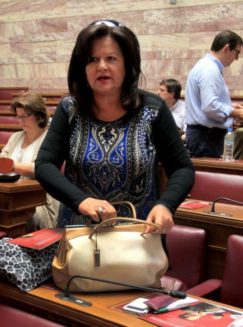 Αποδοκιμασίες για τη βουλευτή του ΣΥΡΙΖΑ Χαρά Καφαντάρη | tovima.gr