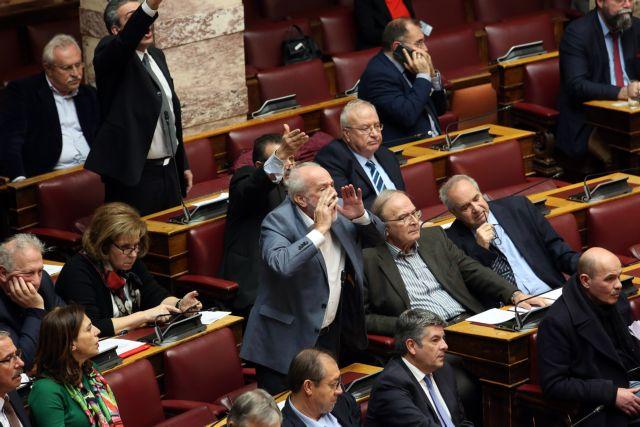 Χάος στη Βουλή για τις ψηφοφορίες – Με ονομαστικές η πλειοψηφία | tovima.gr