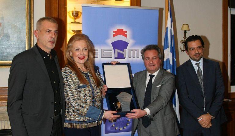 Βράβευση Γιάννη Μώραλη  για τη συμβολή του δήμου Πειραιά στη γαλάζια οικονομία   tovima.gr