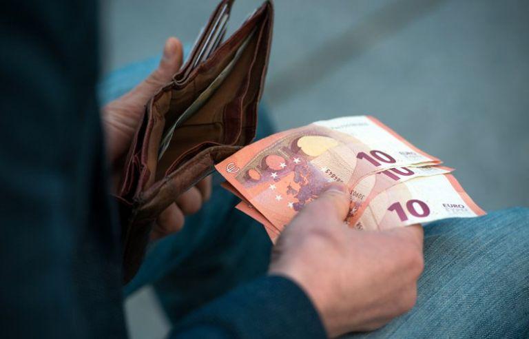 Για πρόστιμα σε όσους εργοδότες δεν εφαρμόζουν το νέο κατώτατο μισθό προειδοποιεί ο ΣΕΠΕ | tovima.gr