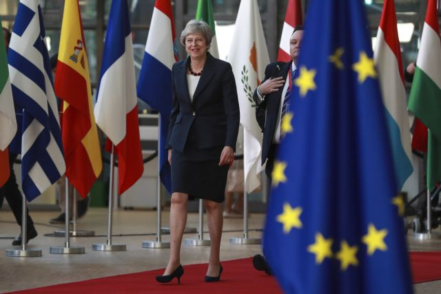 Το Λονδίνο επιμένει σε αλλαγές στη Συμφωνία με την ΕΕ για να αποφευχθεί ένα «no-deal Brexit» | tovima.gr