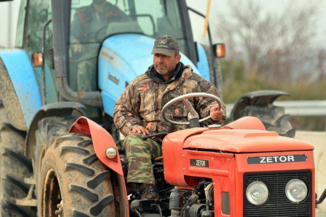 Κλιμακώνουν οι αγρότες – Κλείνουν την Πατρών – Κορίνθου | tovima.gr