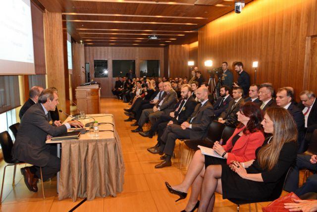 Μνημόνιο συνεργασίας για την εισαγωγή ΜμΕ στο Χρηματιστήριο | tovima.gr
