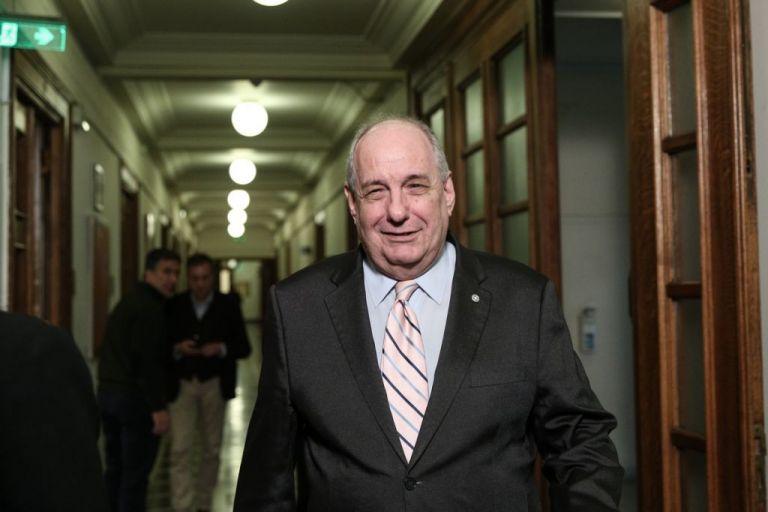 Ορκίστηκε ο Τέρενς Κουίκ, δηλώνοντας πίστη στην κυβέρνηση | tovima.gr