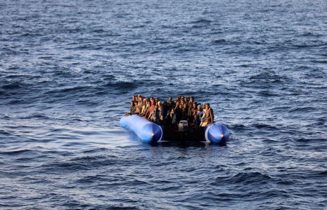 «Σήμα κινδύνου» για πλεούμενο με 150 μετανάστες ανοιχτά της Λιβύης | tovima.gr