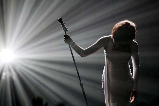 Whitney Houston : Η τραγική ιστορία της μεγάλης «Φωνής»   tovima.gr