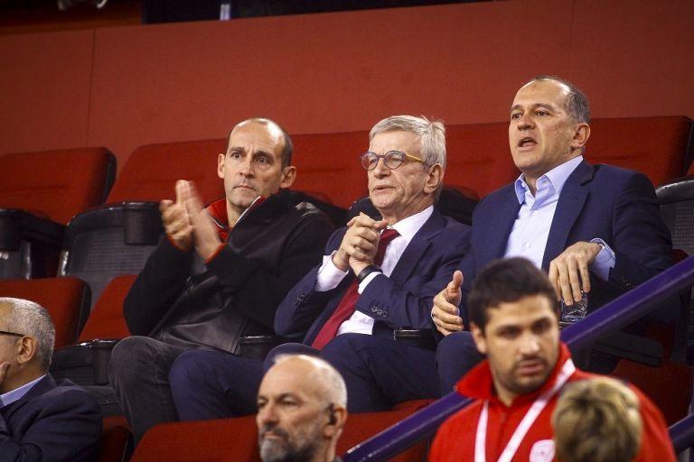 Επιστολή του Ολυμπιακού στην FIBA: «Τραγελαφικά όσα γίνονται με τους διαιτητές» | tovima.gr