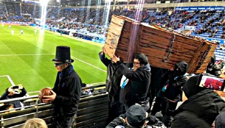 To «modern football»… κηδεύει το παλιό, ρομαντικό, αγνό ποδόσφαιρο | tovima.gr