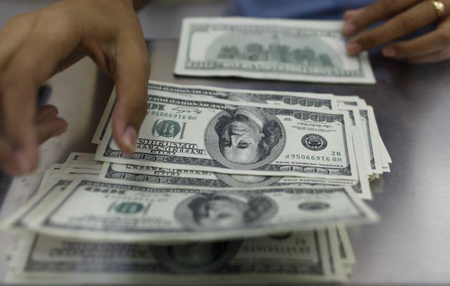 Τύπωναν δολάρια και τα διακινούσαν στη Β. Ελλάδα – Είχαν στήσει πλήρως εξοπλισμένο εργαστήριο | tovima.gr