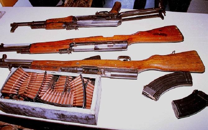 Αλβανία : Χιλιάδες όπλα και χειροβομβίδες στα χέρια πολιτών | tovima.gr