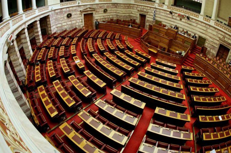 Συνταγματική Αναθεώρηση: Πέρασε το Άρθρο 3 για τις σχέσεις Κράτους–Εκκλησίας | tovima.gr