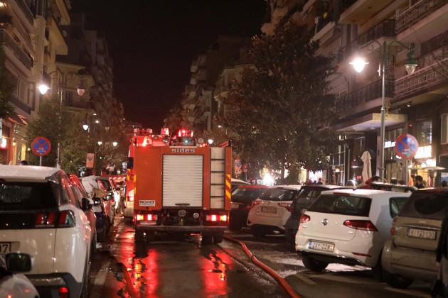 Επιχείρηση απεγκλωβισμού ατόμου σε φλεγόμενο διαμέρισμα στον Πειραιά | tovima.gr