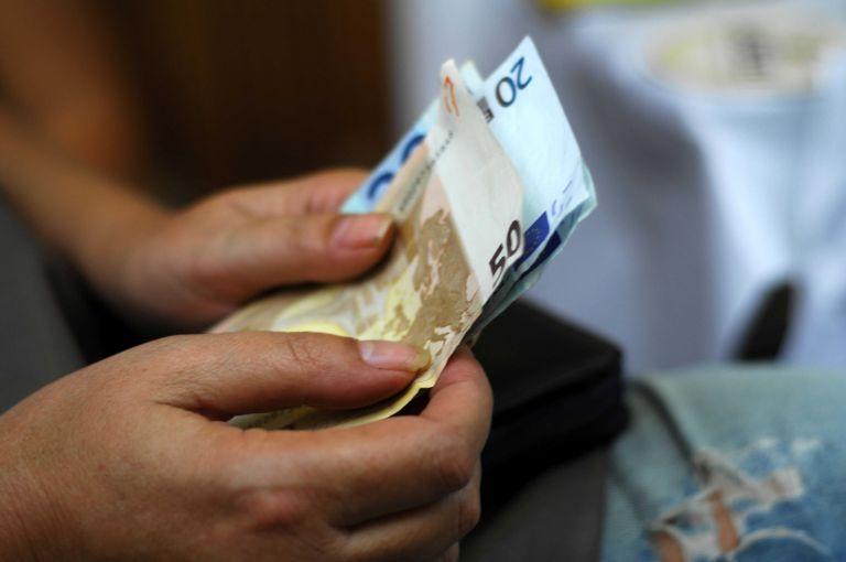 Ενας στους δύο οφειλέτες χρωστά στην εφορία έως €500 | tovima.gr