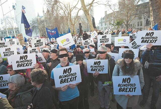 Συντηρητικοί και Εργατικοί στη δίνη του Brexit | tovima.gr