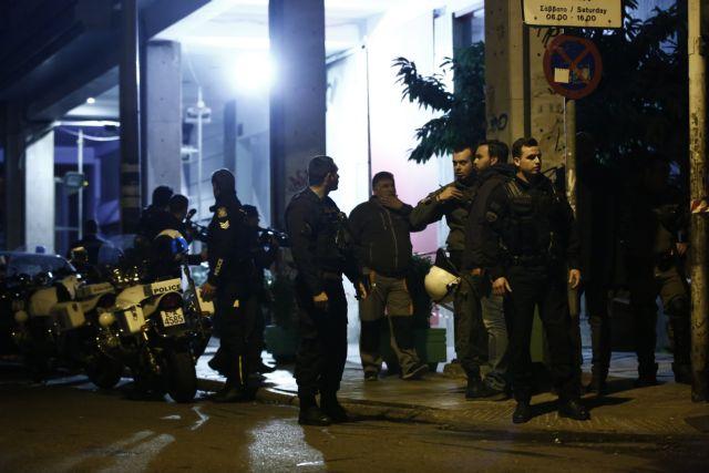 Επίθεση αντιεξουσιαστών εναντίον αστυνομικών της ΔΙΑΣ στα Εξάρχεια | tovima.gr