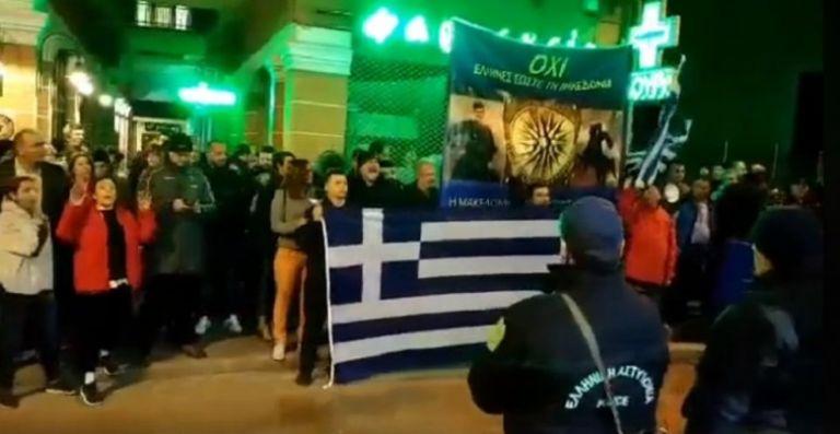 Δράμα : Στο Τμήμα επειδή είχαν ελληνικές σημαίες!   tovima.gr