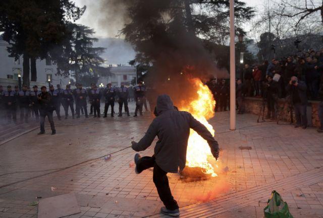 Αλβανία: Βοήθεια από την  ΕΕ για λύση στο πολιτικό αδιέξοδο | tovima.gr