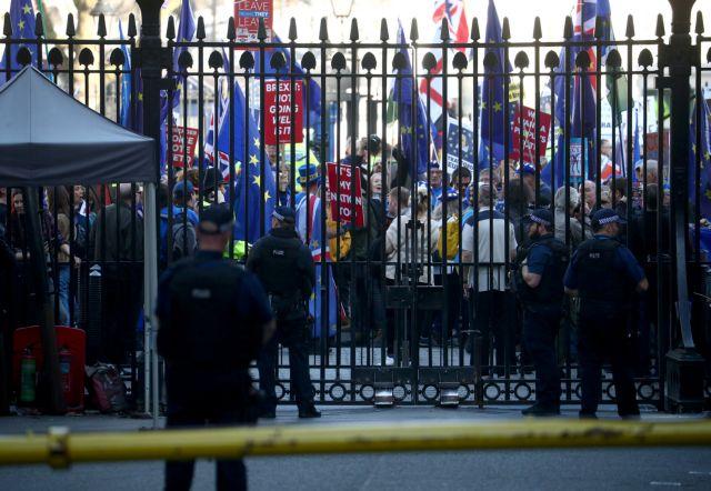 Brexit: Ενδοκυβερνητική κρίση για τα δικαιώματα των Ευρωπαίων πολιτών στη Βρετανία | tovima.gr