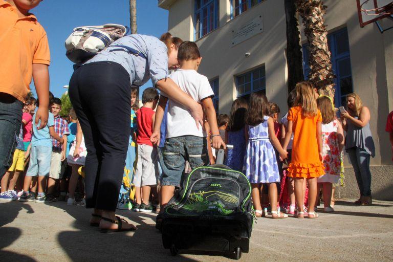 Εκπαιδευτικοί κατά Γαβρόγλου: Αστεία η απόφαση για κουδούνι στις 9 | tovima.gr