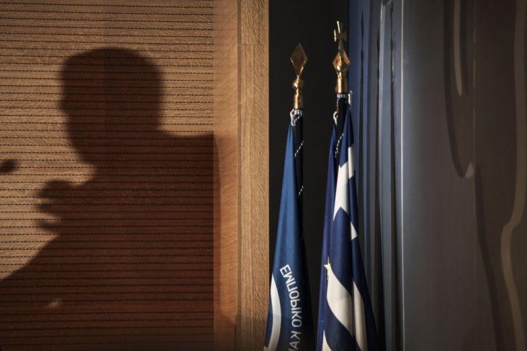 Βουλή: Τροχήλατες βαλίτσες και καυτές συνομιλίες υπουργών | tovima.gr
