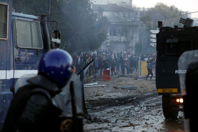 Αλγερία:  – Ένας νεκρός, δεκάδες τραυματίες σε διαδηλώσεις | tovima.gr