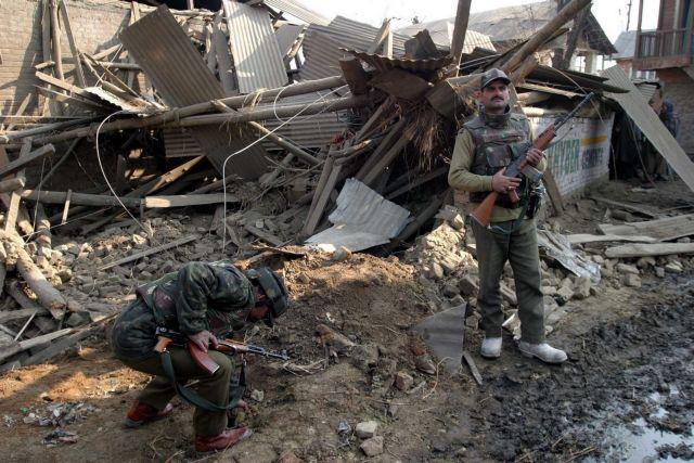 Πακιστάν: 44 ύποπτοι υπό κράτηση για τη βομβιστική επίθεση στο Κασμίρ | tovima.gr