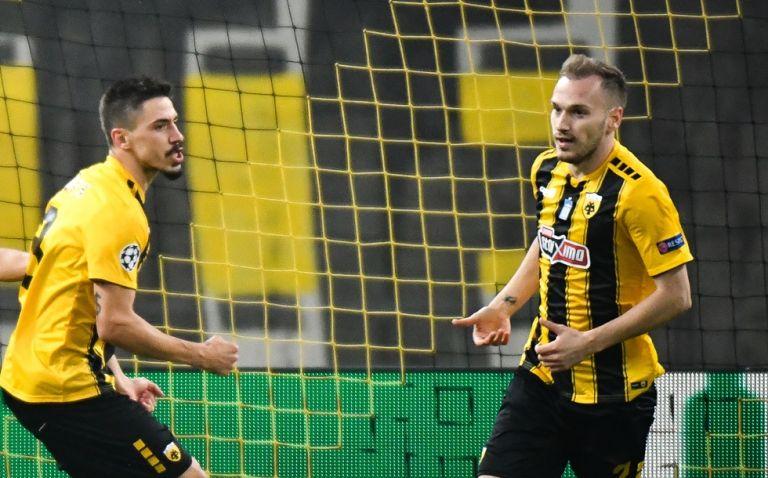 Με Μπακάκη και Σιμόες η ΑΕΚ στο ντέρμπι με τον Παναθηναϊκό | tovima.gr
