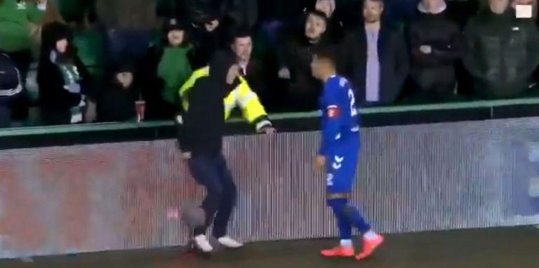 Χαμός στη Σκωτία: Παίκτης της Ρέιντζερς πιάστηκε στα χέρια με οπαδό | tovima.gr