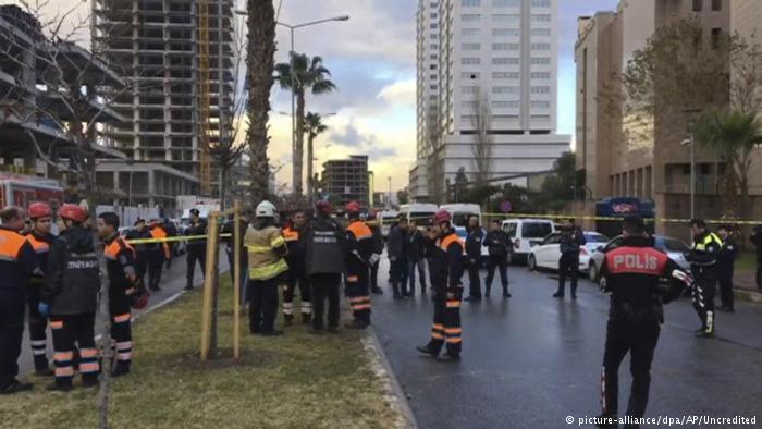 Μια πυροσβέστης στη Σμύρνη | tovima.gr