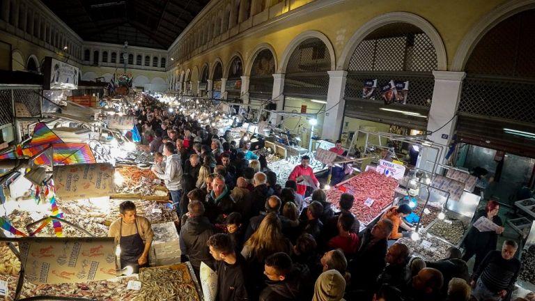 Ολονυχτία στη Βαρβάκειο για το τραπέζι της Καθαράς Δευτέρας | tovima.gr