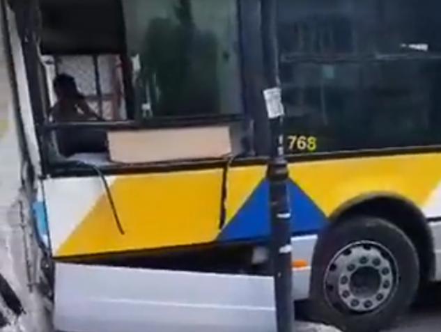 Αιγάλεω: Έντεκα τραυματίες μετά από σύγκρουση λεωφορείων | tovima.gr
