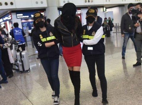 Ελεύθερο το μοντέλο που κατηγορήθηκε για διακίνηση κοκαΐνης – Επιστρέφει στην Αθήνα | tovima.gr