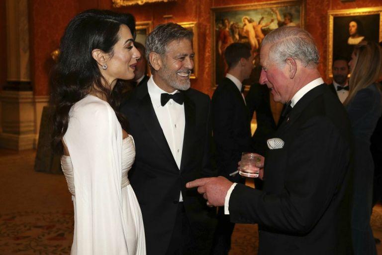 Πώς η Αμάλ Κλούνεϊ μάγεψε τον πρίγκιπα Κάρολο | tovima.gr