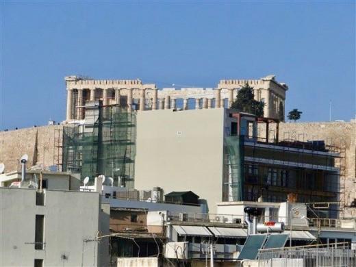 ΚΑΣ:  Ανακάλεσε την άδεια του 9ώροφου κτιρίου που κρύβει την Ακρόπολη | tovima.gr