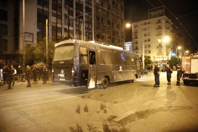 Ειδικοί φρουροί κατά Κυρίτση: Εχουν καεί πάνω από 170 αστυνομικοί από μολότοφ | tovima.gr